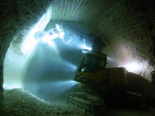 Pelle tunnel sur Volvo ECR305