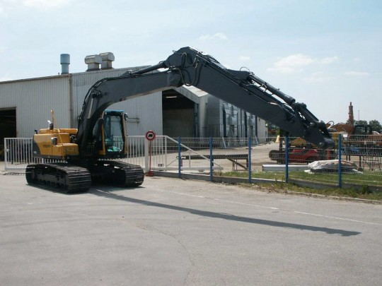 Long reach sur Volvo EC180B